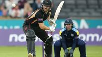 Leicestershire's late assault leaves Yorkshire floundering