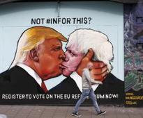 Mural shows Trump, Boris locking lips