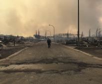Helicopters, trucks set to remove thousands north of Canadian wildfire