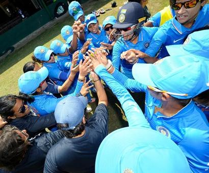 Indian women's cricket team coach sacked!