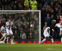 United stay in hunt, Liverpool win
