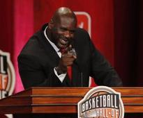 Shaq hilariously lip syncs to Beyonce