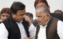 Samajwadi fight for symbol: 'Walking stick' for Mulayum, 'Cycle-pump' for Akhilesh?