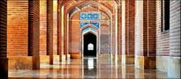 Fading splendour of mughal Shah Jahan mosque
