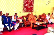 Chouhan seeks blessings of Swami Avdheshanand Giri