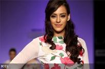 Hazel Keech dazzled the ramp at the Lakme Fashion Week