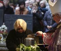 Hundreds mourn top Polish filmmaker in Krakow