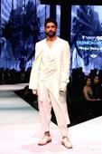 Farhan Akhtar looks dapper as showstopper