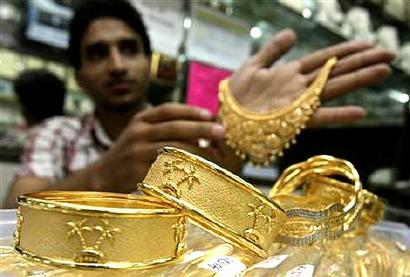 Gold, jewellery sales spurt up to 30 pc on Dhanteras