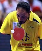 Armless table tennis player thrills world