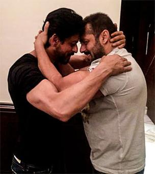 Salman, SRK show up at Siddiqui's Iftar party, but separately