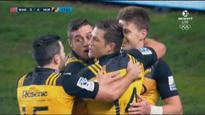 Beauden Barrett finishes brilliant team try