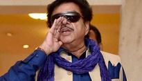 Recent tweets of Shatrughan Sinha indicates he may join Congress