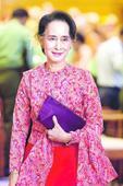 Suu Kyi party lawmakers sworn in