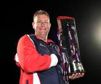 Ashley Giles signs new deal with Lancashire