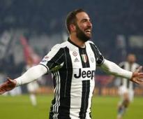 Serie A roundup: Gonzalo Higuain scores brace as Juventus move clear; Roma, Lazio scrape wins