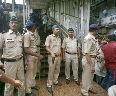 Stampede a 'massacre', fumes Sena; Oppn seeks Goyal's resignation