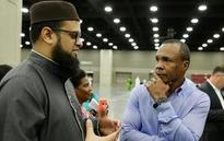 Thousands gather for Muslim prayer service to honor Ali