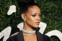 Rihanna album at US number one after unusual release