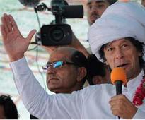 Pakistan: Imran Khan calls on PM Nawaz Sharif to resign ...