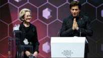 Shah Rukh Khan honoured at World Economic Forum 2018, thanks wife Gauri, beti Suhana and sister for bringing him up well