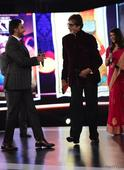 Ranveer Singh wins the Entertainer Of The Year race over Varun Dhawan; Amitabh Bachchan receives Lifetime achievement award! - News
