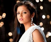 Where does Drashti Dhami want to escape with Neeraj Khemka?