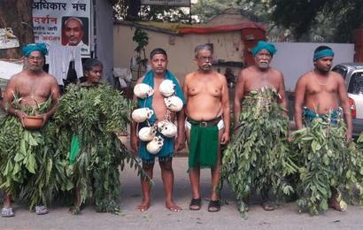 Protesting Tamil Nadu farmers meet President Mukherjee