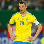 Zlatan Ibrahimovic throws ball at Faroe Islands' goal keeper, calls it 'no-look pass'