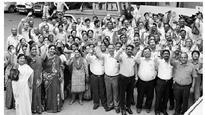 Touching moments as Seemandhra staffers bid goodbye to Telangana counterparts