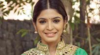Sanchita plays Rajinikanth fan in Enkitta Mothathe