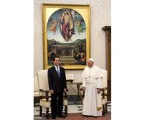 Pope meets Vietnamese president in private audience