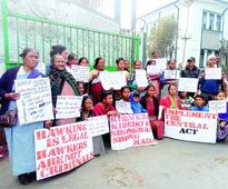 Hawkers demand enforcement of act