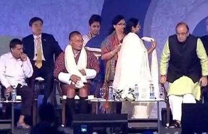 Mamata gets warring netas Jaitley, Kejriwal together on stage