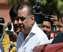 Paresh Rawal fined Rs.2,000 for od..