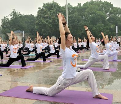 Yoga fever grips China ahead of UN International Yoga Day