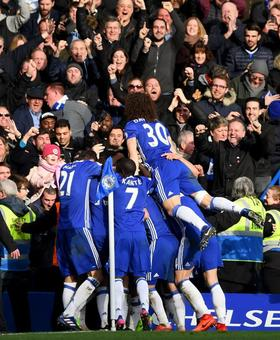 EPL PHOTOS: Chelsea crush Arsenal, Liverpool lose