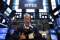 S&P ends flat as healthcare advance offset by lower oil