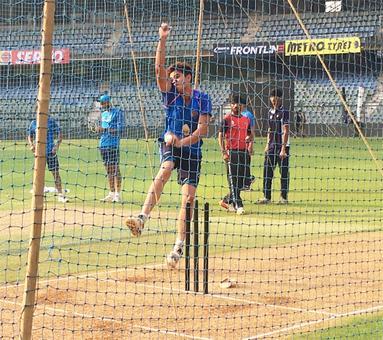 Arjun Tendulkar bowls at nets to Kohli & Co