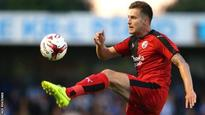 Henderson extends Crawley Town deal