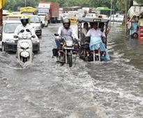Heavy rains disrupts normal life in Delhi, 7 dead in Hyderabad