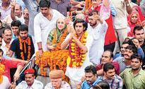Jaipur royals take land battle to street