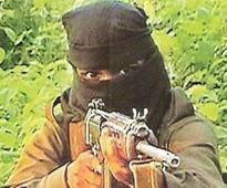 Maoist leader with 5Lakh reward gives up arms