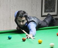 Advani eases into World Championshippre-quarters