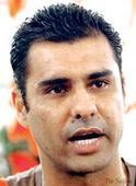 Waqar believes Pakistan can beat Australia