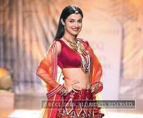 Divya Khosla Kumar's love for jhumkas, bindi and gajras