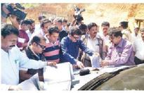 Central team visits Yettinahole site