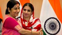 Watch: Sushma Swaraj appeals to people to find Geeta's parents, offers Rs 1 lakh reward