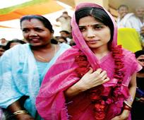 Dimple Yadav, Priyanka posters fuel speculation of Congress-SP alliance
