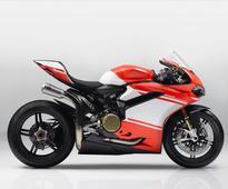 Ducati 1299 Superleggera First Look | 7 Fast Facts (215 HP, 368 lbs!)